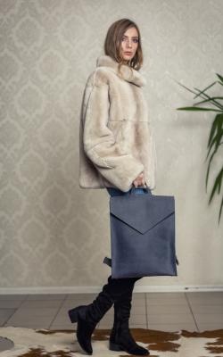 Minimalistinė pilkos spalvos odinė kuprinė