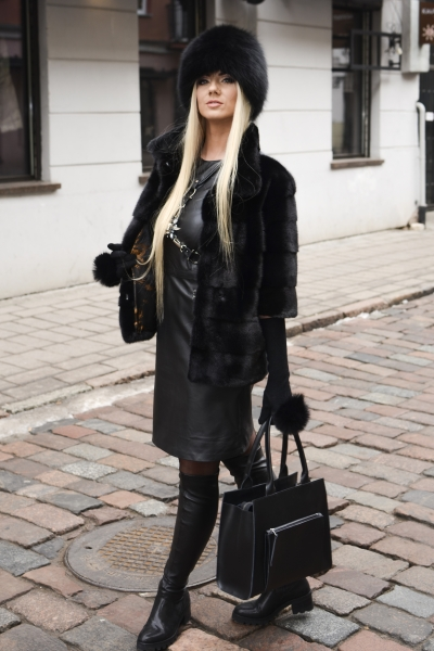 Stilinga natūralios odos juoda rankinė