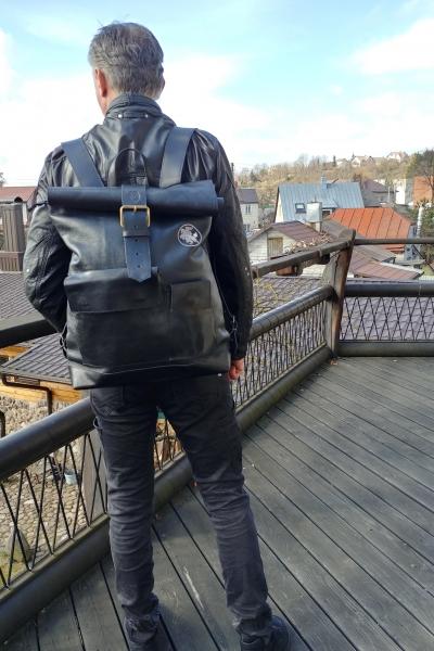 Vyriška rankų darbo, juodos spalvos odinė kuprinė